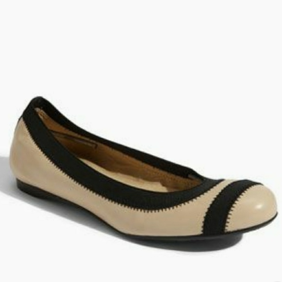 Stuart Weitzman Giveable Round-Toe Flats sale newest outlet pictures sale popular SRDsQzKW